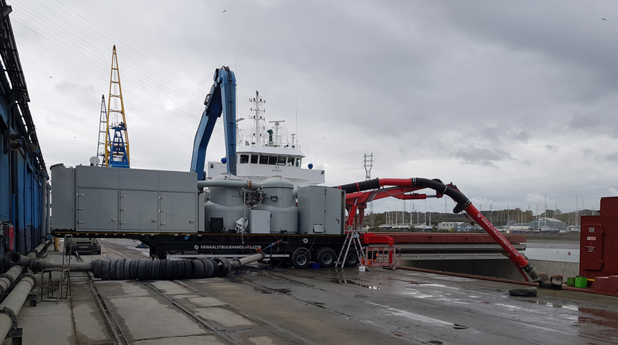 Picture of a road mobile ship unloader